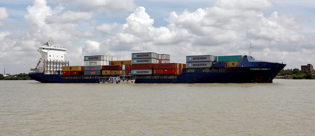 first-ever-movement-of-container-cargo-on-brahmaputra