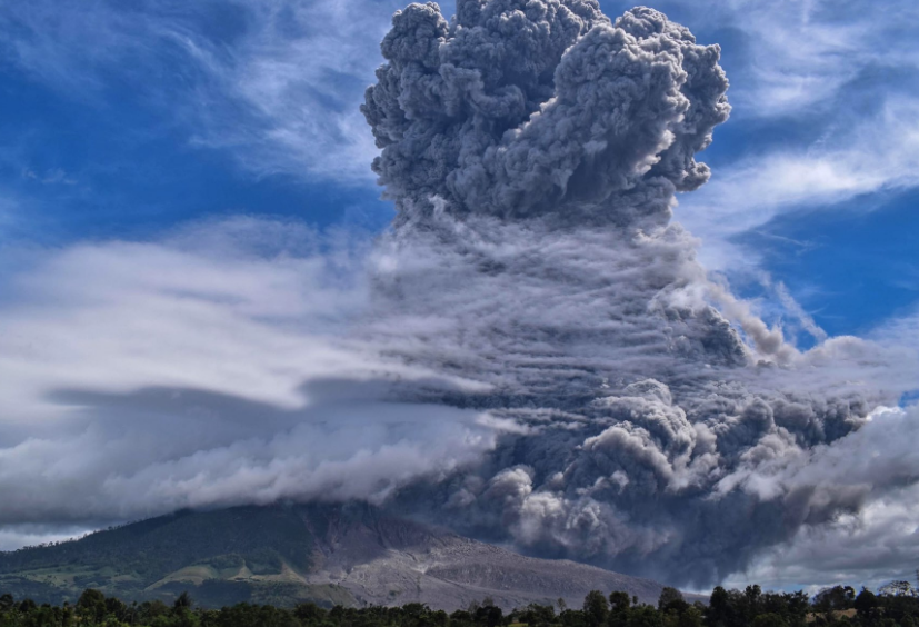 volcanic-eruption-in-indonesias-mount-sinabung-summary