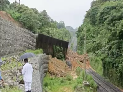 massive-landslip-on-mangalore-mumbai-rail-line